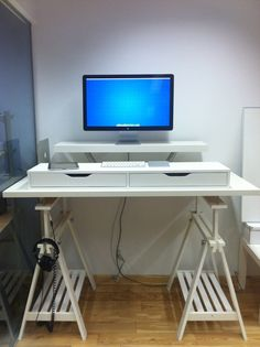 Me construire un chouette bureau. #ÉpinglezVosRésolutions #ikeahacks standing desk.