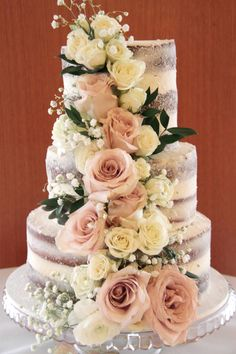 The naked cake. Beautiful and elegant with fresh flowers. By Buttercream By Alareen