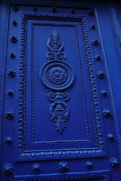 Blue door, Paris