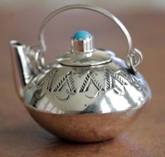 Navajo Indian Turquoise Tea Pot by Leslie Whiteman. Native American Indian pendant made from sterling silver and turquoise. The pendant is about 1 in length and about 1 for the width. So pretty! Chocolate Pots, Chocolate Coffee, Silver Teapot, Cuppa Tea, Teapots And Cups, Teapots Unique, Tea Service, My Tea, High Tea