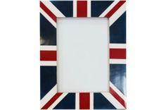 Ce cadre photo en bois à motif drapeau anglais sera idéal pour habiller votre intérieur et mettre les photos de vos bien-aimés!!!  http://www.declikdeco.com/p-cadre-photo-en-bois-uk-arthur-13x18cm-54735-2781.html