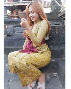 Kebaya Bali, Batik Kebaya, Bali Girls, Myanmar Women, Fashion Figures, Streetwear Fashion, Beauty Women, Hong Kong, Street Wear