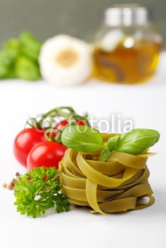 tagliatelle and ingredients - Tagliatelle und Zutaten