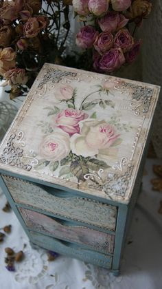 This Pin was discovered by Hat Decoupage Furniture, Decoupage Box, Decoupage Vintage, Painted Furniture, Diy Craft Projects, Diy And Crafts, Creative Box, Rose Decor, Shabby Chic Crafts
