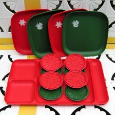 Tupperware - how cute is this for the holidays! Vintage Food, Vintage Dishes, Vintage Recipes, Retro Vintage, Christmas Things, Christmas Time, Christmas Ornaments, Nick Nacks, Vintage Tupperware