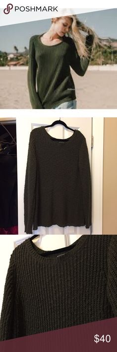 Brandy Melville baggy deep green sweater Scoop neck, gently worn, super beautiful and comfy!! Brandy Melville, long! Her clothes are one size. Could be a medium based on the style if you're curious! Brandy Melville Sweaters Crew & Scoop Necks