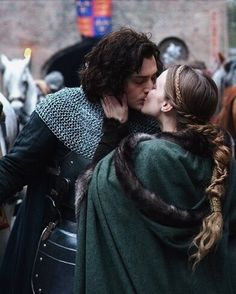 Aneurin Barnard as Richard III and Faye Marsay as Anne Neville in 'The White Queen' The White Princess, White Queen, Narnia, Story Inspiration, Character Inspiration, Anne Neville, Aneurin Barnard, Foto Gif, Richard Iii