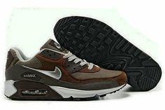 Hombre Zapatillas Nike Air Max 90 Runing id Parte superior de piel con revestimientos colocados estratégicamente para una mayor durabilidad y apoyo Unidad Air-Sole en el talón para una amortiguación excepcional Patrón de panal Suela de goma para una tracción superior  http://www.nikeairmaxinespana.com/