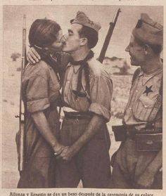 Alfonsa y Ernesto Military Women, Military Art, Military History, Spanish War, Character Poses, Female Soldier, Strange History, Girl Inspiration, Gay Couple