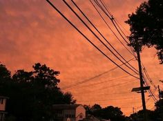 post thunderstorm sunset - the world is on fire Orange Aesthetic, Sky Aesthetic, Aesthetic Colors, Rainbow Aesthetic, Night In The Wood, Pretty Sky, Pretty Beach, Orange You Glad, Just Peachy