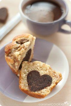 """Caramel Cookie - Muffins de pera y nueces con """"corazón"""" de chocolate ♥"""
