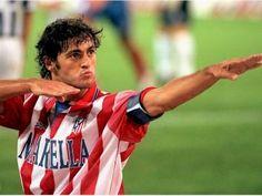 Kiko Narvaez: Pese a su altura y corpulencia, Kiko no era un delantero centro clásico, sino más bien un segundo punta fantasioso, con gran visión futbolística y buena llegada a portería. Su primer equipo profesional fue el Cádiz Club de Fútbol, pero logró encumbrarse en el Atlético de Madrid.