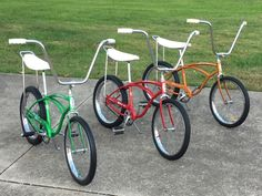 1963 Schwinn Stingrays Vintage Schwinn Bikes, Vintage Bicycles, Cool Bicycles, Cool Bikes, Three Wheel Bicycle, Ape Hanger Handlebars, Lowrider Bicycle, Power Bike, Cruiser Bicycle