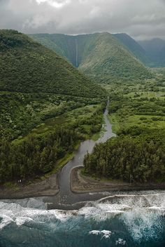 Hiked to the bottom of this valley as well as the Hi'ilawe waterfall (in the background). Waipio Valley, Big Island of Hawaii. Oh The Places You'll Go, Places To Travel, Places To Visit, Nebraska, Oklahoma, Alaska, Puerto Rico, Magic Places, Destinations