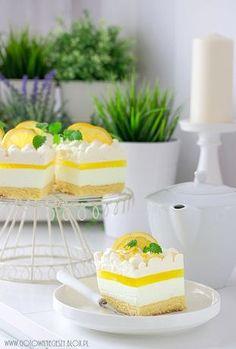 Ach, co to było za ciasto! Lekkie, delikatne, intensywnie cytrynowe i bardzo orzeźwiające. Tak pyszne, że nie dało się poprzestać na jednym kawałku. Tak Home Recipes, Biscotti, Vanilla Cake, Delicious Desserts, Tea Party, Catering, Sweet Tooth, Cheesecake, Lemon