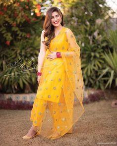 Latest Bridal Mehndi Dresses Designs for Asian wedding brides consists of beautiful designs of shararas, frocks, lehengas, ghagra cholis etc. Bridal Mehndi Dresses, Mehendi Outfits, Desi Wedding Dresses, Bridal Dress Design, Mehndi Dress For Bride, Pakistani Fashion Party Wear, Pakistani Wedding Outfits, Pakistani Dress Design, Pakistani Suits