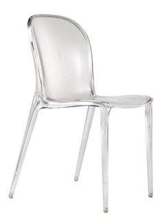 Incontournable la chaise transparente roche bobois for Chaise kartell transparente