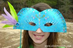 A Mardi Gras mask craft. This DIY Mardi Gras Mask is festive and fun to make. Paper Plate Masks, Paper Plate Art, Paper Plate Crafts For Kids, Paper Plates, Crafts For Teens To Make, Spring Crafts For Kids, Diy And Crafts, Easy Crafts, Kids Crafts