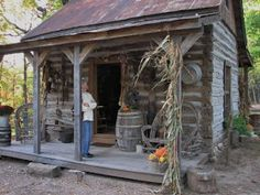 The Old Tattered Flag: A primitive homestead tour.in Missouri