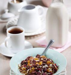super simple breakfast cereal by Allison Kramer at allysonkramer.com @ninagoth #VeganFood