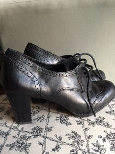 Etienne Aigner ~ Jodell, Black Leather Lace-up /Oxford Look, Heels, Size 7M. EUC #EtienneAigner #LaceUps