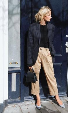 Are you looking for effortless minimalist outfit ideas to refresh your spring wardrobe? For no brainer easy mornings, we round up fifteen looks to get you inspired. Minimal Fashion, Work Fashion, Fashion Week, Trendy Fashion, Fashion Trends, Style Fashion, Trendy Style, Womens Fashion, 80s Fashion