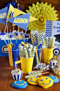 Stress Free Graduation Party ideas! Love how there are so many ways to bring in the school colors!