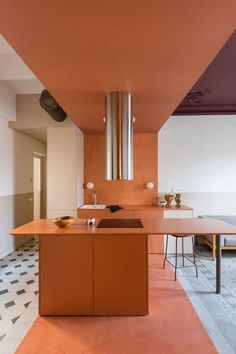 Colour blocking brightens fire-damaged Klinker Apartment in Barcelona Kitchen Interior, Interior, Small Kitchen Island, Small Kitchen, Home Remodeling, House Interior, Apartment Layout, Barcelona Apartment, Kitchen Design
