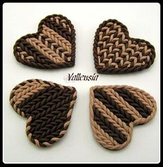 Turorial : How to make a knitting in polymer clay / Tutoriel : Réaliser un motif imitation tricot en pâte polymère J'ai moi même testé, voici mes première création en imitation tricot : Très facile à faire, vous faites des boudins tout fin, soit en roulant...