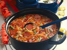 Unser beliebtes Rezept für Feurige Zwiebelsuppe und mehr als 55.000 weitere kostenlose Rezepte auf LECKER.de.