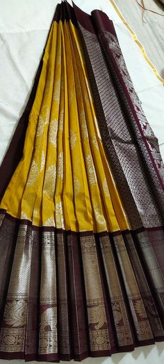 Bridal Sarees South Indian, Indian Saris, Bridal Silk Saree, Organza Saree, Saree Tassels Designs, Saree Kuchu Designs, Silk Saree Blouse Designs, Latest Pattu Sarees, Pattu Sarees Wedding