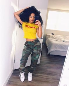 Trendy Casual Styles for the Ladies Today we are present to you some trendy collection of casual outfits which are beautiful which you can steal there styles while hanging with friends … Swag Outfits, Dope Outfits, Trendy Outfits, Fall Outfits, Summer Outfits, Baddies Outfits, Looks Hip Hop, Camo Pants Outfit, Teen Fashion