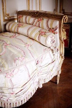 Gorgeous Daybed Frm bd: Interior Victorian Inspirations