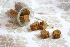 Should you have Mounds bar? Should you have fudge? Make the low calorie choice and have both! Does it make sense? Who cares because it sure is yummy! Adapted form my World's Healthiest (And Easiest… Vegan Candies, Raw Vegan Desserts, Vegan Treats, Vegan Snacks, Delicious Snacks, Vegan Raw, Healthy Fudge, Vegan Fudge, Healthy Sweets