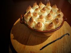CLATITE BANATENE LA CUPTOR CU BRANZA DULCE, BEZEA SI SOS DE VANILIE Romanian Food, Romanian Recipes, Lemon Meringue Pie, Food Inspiration, Good Food, Cooking, Desserts, Traveling, Foods