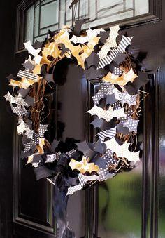 DIY Halloween Decor DIY Halloween Crafts : DIY Spider??s Web Papers ?? Batty Wreath