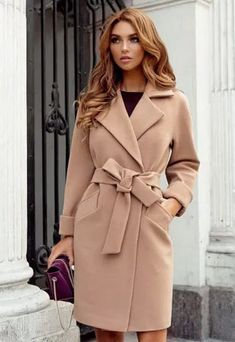 Palton rosu femei cu gluga si cordon in talie ⋆ Jade-Fashion. Winter Fashion Outfits, Winter Outfits, Autumn Fashion, Muslim Fashion, Hijab Fashion, Classy Outfits, Chic Outfits, Best Street Style, Coats For Women