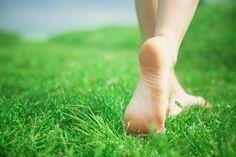 Caminar descalzo por la hierba...