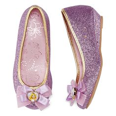 These glittery Rapunzel costume shoes give dress up looks girly, princess-worthy style.glitter detailsheart-shaped Rapunzel satin and organza bowscontrasting foil trimsatin footbedsynthetic upperurethane wedge heelspot cleancounry of origin: imported Rapunzel Costume, Rapunzel Dress, Kid Shoes, Girls Shoes, Disney Princess Shoes, Makeup Kit For Kids, Dress Up Outfits, Disney Dresses, Girl Costumes