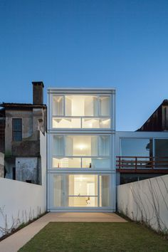 Urban House in Tua do Lindo Vale  / Ana Cláudia Monteiro + Vítor Oliveira