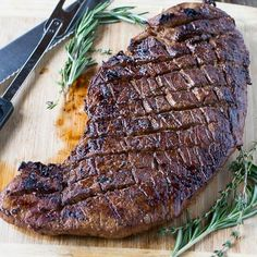 Grilled London Broil Recipe: No more dry, chewy London Broil. This recipe for Grilled London Broil will have you cooking juicy, flavorful London Broil every time! Best Bbq Recipes, Spicy Recipes, Grilling Recipes, Beef Recipes, Cooking Recipes, Favorite Recipes, Simple Recipes, Recipies, Grilling Ideas