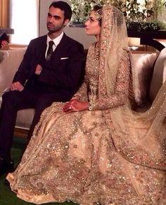 slim smartness sb thek but parday me hona chaiye dulhan ko mix gathering ni honi chaiye Pakistani Wedding Dresses, Indian Wedding Outfits, Pakistani Outfits, Bridal Outfits, Indian Dresses, Indian Outfits, Moda Indiana, Desi Bride, Party