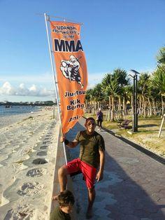 Rob Sensei at the beach with the kids about to get in a good ole run! Ahhh music.  #CapOki #YFSoki #capoeira #okinawa #japan #yudansha #mma #mixedmartialarts #judo #jiujitsu #muaythai #kickboxing #bjj #zoador #Mestre #MestreSucuri #Fogute #ArahaBeach #CampFoster #BurnWithKearns #BovinosBrazilBBQ
