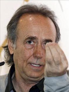Joan Manuel Serrat. ¿A quién hace este gesto?
