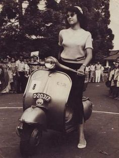 Vespa queen contest 1962 - Miss Sumiati, participants No. 8 posing on Vespa