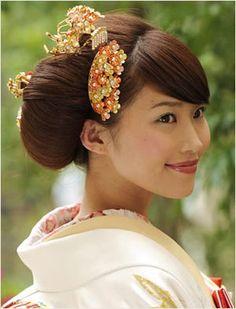 小花の髪飾り : 新婦の和装ヘッドドレス髪型【和装花嫁のヘアスタイル・ヘアアレンジ】 - NAVER まとめ