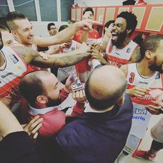 Foto del giorno dal mio account Instagram seguitemi! Something special!!! @pallvarese #basket #sportphotography #xphotographer #sport #dunk #victory #team http://ift.tt/2lR8pte