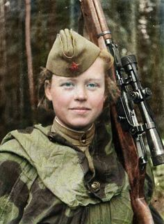 A Soviet Sniper. Russia like Israel allow women in combat roles. Ww2 Women, Military Women, Military History, Women In Combat, Colorized Photos, Soviet Army, Female Soldier, Military Photos, Red Army