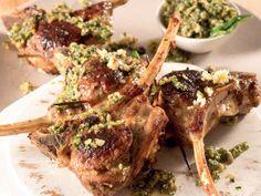 Gestopte lamstjops metmentpesto Ment en lam is 'n wenkombinasie. Lamb Ribs, Lamb Chops, Chicken Wings, Food Inspiration, Dessert Recipes, Desserts, Pork, Yummy Food, Beef