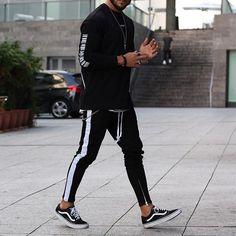 Black Street.. Sweater by @jaffarystudios Jeans by @jaffarystudios Sneakers by @vans